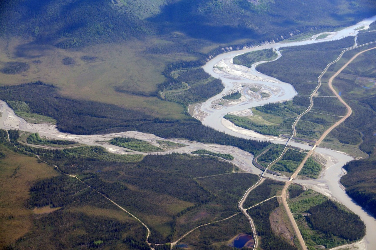 800 mile TransAlaska Pipeline crosses a braided river. Credit: Irina Overeem. (via CSDMS)