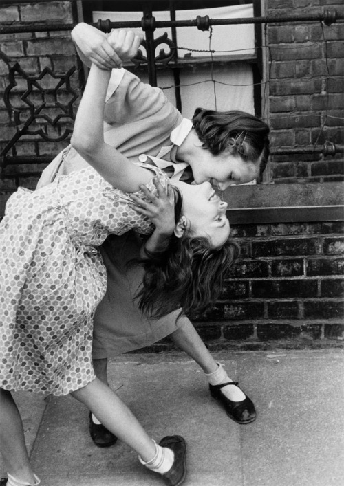 luzfosca:  Thurston Hopkins Tango in the East End, London, 1954