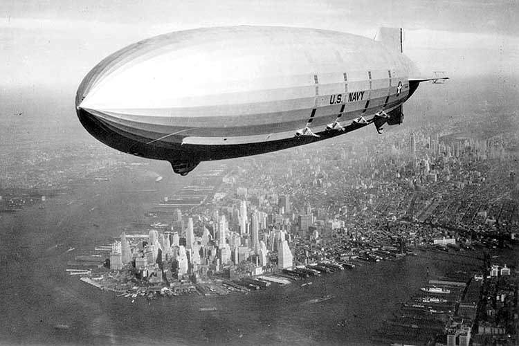 picturesofwar:  The USS Macon, one of the largest airships ever made, flying over New York City.  Manhattan is visible in the background. Summer of 1933.