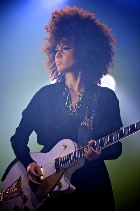 twistcurlss:  coffee-talk:  Andy Allo Prince Tour 2011 She is such an amazing artist!! So glad Prince picked her up. So many people need to know of her great talents :-)  she's freakin gorgeous