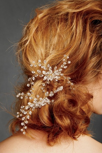marvelousmatrimony:  A few carefully placed crystals in a messy updo - glamourous! (via Inspiring Hair Accessories Part 2)