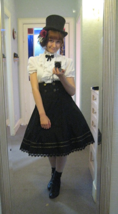 kleinwunderkammer:  My outfit for Panic! at the Disco last night in Edinburgh. Sorry it's a grainy mirror shot.