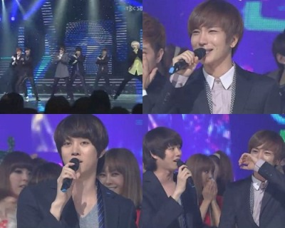 "aickwang:  In this week's broadcast SBS 'Inkigayo', Super Junior Mutizen awarded their second consecutive for the latest Hit them, ""Mr. Simple"".Victory this week is far more meaningful to Super Junior and their fans, because it is the last musical event for members of the Kim Heechul before he withdrew to the army service on 1 September.It seems from all the members of Super Junior, Leeteuk Leader hardest hit by his emotions. Leeteuk Tears flowed down uncontrollably when he gave his thank you speech and hugged Heechul in his arms.Leeteuk said, ""Thank you to everyone who has given us a lot of love. Heechul will also leave for the draftee soon, so thanks for giving us a special gift. ""Heechul added, ""This is the last stage before the draftee. It felt so good after being given such special awards before I leave.I always thanked Jungsoo (Leeteuk) as well as other members. And to the fans who have loved us, I love you too.Thank you to all staff 'Inkigayo'yang gives us so much of their time, and I'm very grateful to all managers who have put up with my bad temper.I'm not good at expressing myself, so I'll just leave it here. I will return safely, stay healthy! """