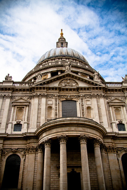 desideray:  St Paul's Cathedral by elrina753 on Flickr.