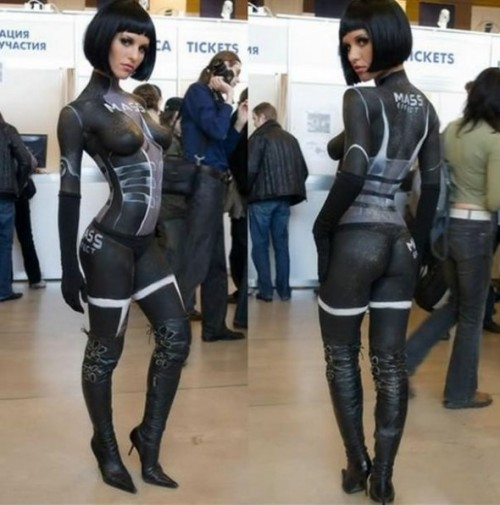 Cosplay!Mass Effect… Girl?!!! O_Obodypaint