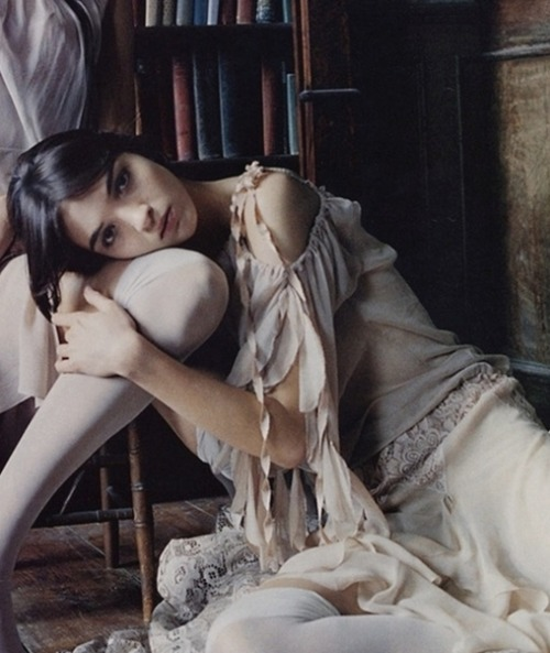 moldavia:  Mariacarla Boscono in Vogue Nippon April 2002 by Tom Munro