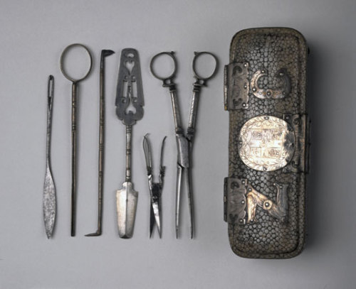 growhousegrow:  Antique English surgical instruments and case, circa 1650.