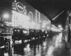 1920s rainy Los Angeles.