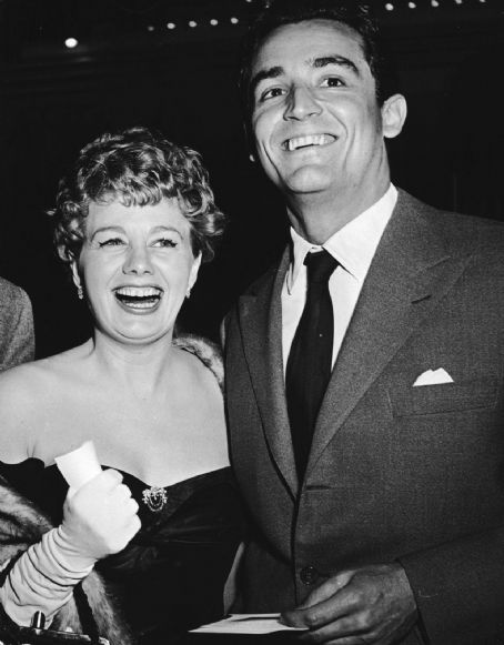Shelley Winters and Vittorio Gassman. (photographer unknown)