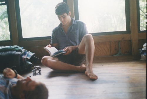 takeaholladay:  robert reading to evan  read to me