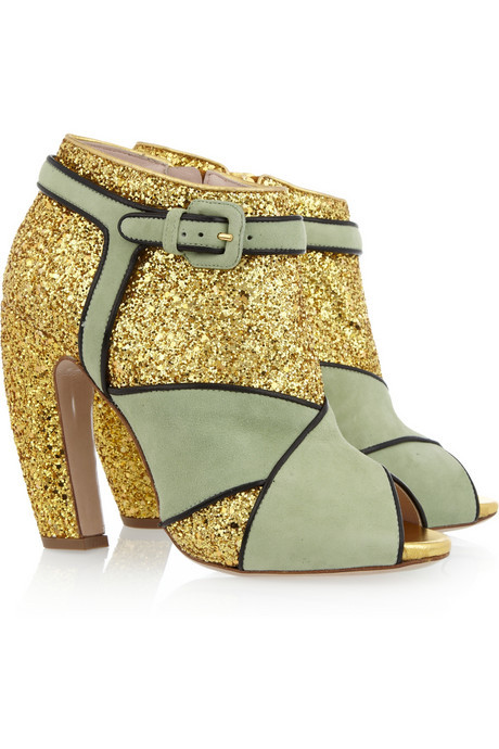 glitter and suede peep-toe ankle boots by Miu Miu. anyone not obsessed with the new season Miu Miu sparkly stuff? think these pistachio suede coloured boots tie with the rose pink bow version in my eyes. probably wear them with lots of short twirly-girly skirts!