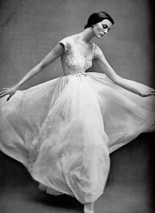 Gorgeous. theniftyfifties:  Model in a gown by Jacques Griffe, 1957.  Photo by Richard Avedon.