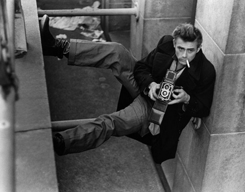 theniftyfifties:  James Dean behind the camera.