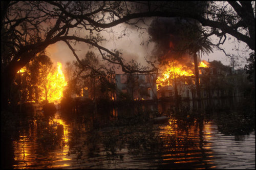 NEW ORLEANS—Arson after looting in the Garden District, Sept. 4, 2005. © Thomas Dworzak / Magnum Photos