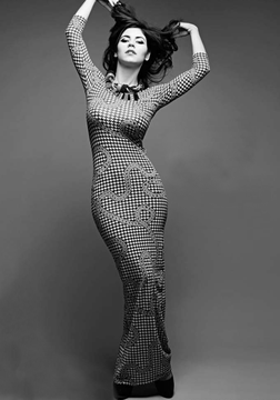 curvygirlrevolution:  Marina from Marina and the Diamonds. Petite and Curvy. Gorgeous and talented :)