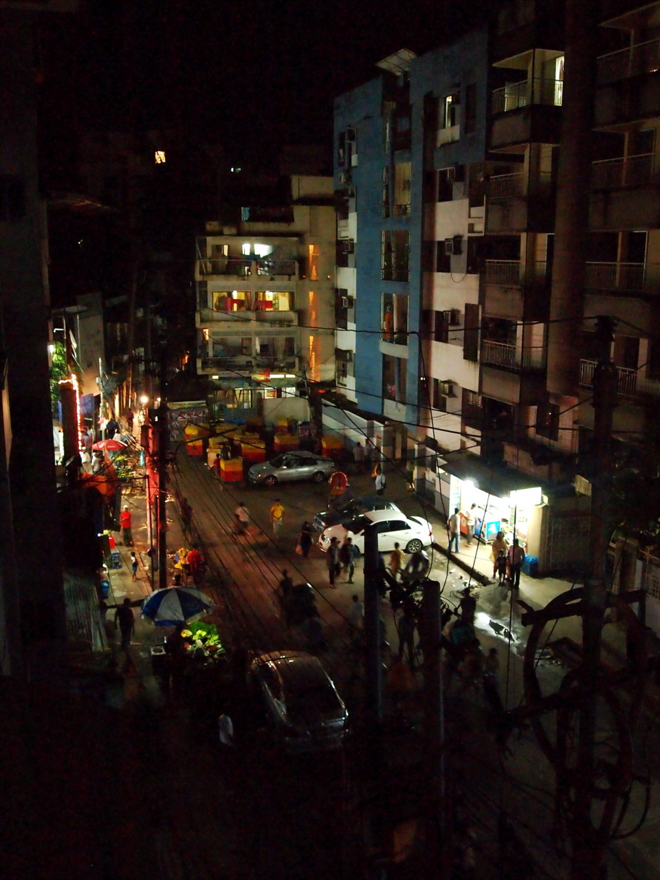 theforeignflash:  Dhaka City awakens after Iftar