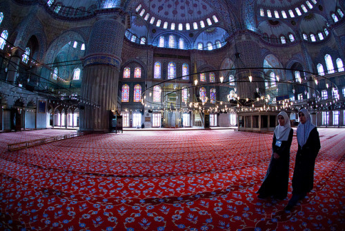 mylovepoem:  fisheyeworld:  Blue Mosque, Istanbul.  I love the colours in this picture