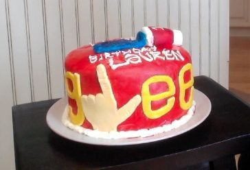 wanderlustandblue:  I spent all day making my sister a GLEE cake for her birthday. Hahaha.  This is great. Haha.
