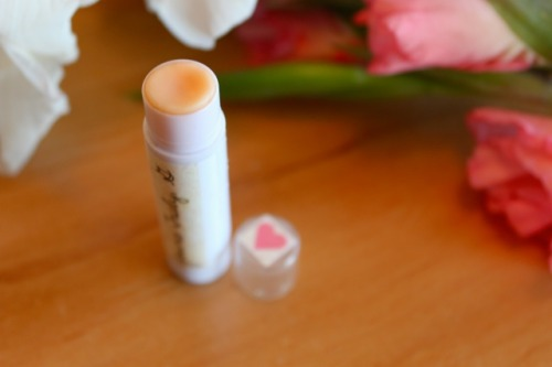 A tutorial for DIY lip balm, so cool! http://yourstrulyg.wordpress.com/2011/08/26/diy-lip-balm/