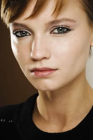 Interesting make up by Linda Cantello for Giorgio Armani FW11/12.