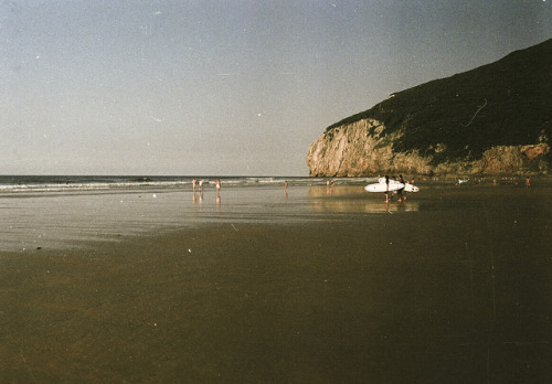 gray-w0lf:  Beach by M. de la Tête on Flickr.  See you tomorrow <3
