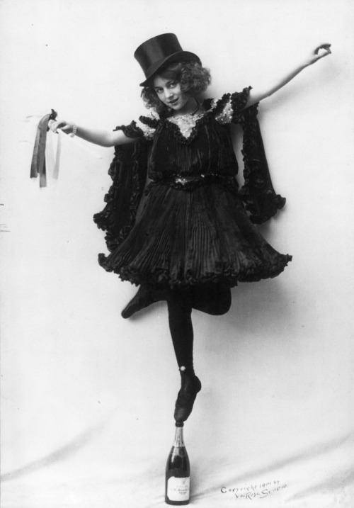 vintagegal:  Dancer c. 1904