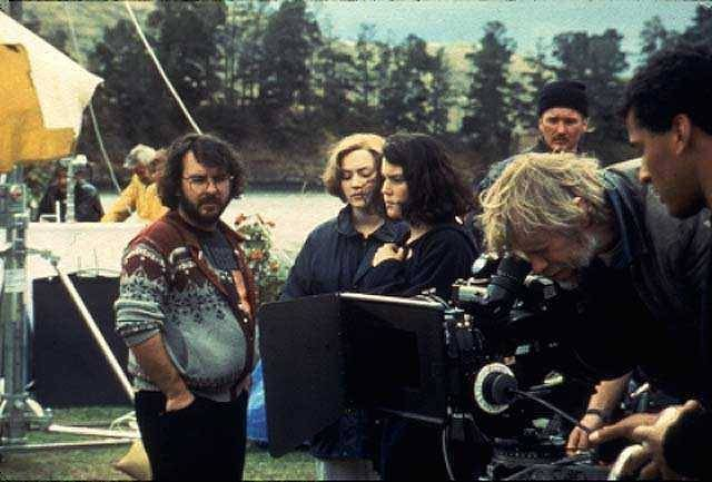 ragingalongborders:  gasstation:  Peter Jackson, Kate Winslet and Melanie Lynskey during the filming of Heavenly Creatures  All the best people wear fair isle cardigans.