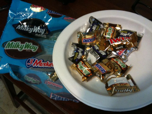 Mixed Variety Mini Candy Bars (America)  Verdict = B. Snickers was good. Twix was great! Two types of milky ways? Really? Something for everyone I guess.