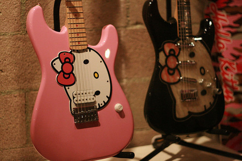 pretty-as-pink:  naaah! i want to have THIS! :D