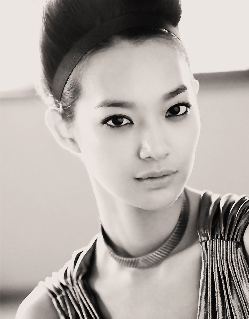 Wondering why Shin Min Ah has to be this stunning that I can't help but put this on my blog.  :))