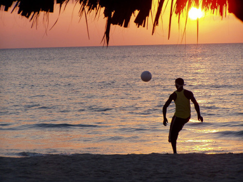 qclip:  Soccer On Negril Beach by / Brian Crawford on Flickr.
