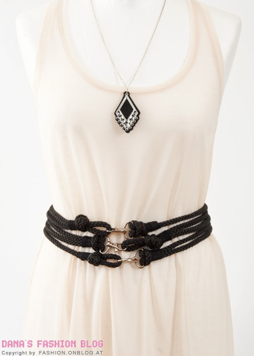 scissorsandthread:  Rope Waist Belt | Dana's Fashion Blog I just found out about Dana's Fashion blog and I'm a little giddy from excitement! She has some amazing DIYs - check them out! I will feature a few more of my favourites later. But right now I wanted to show you this awesome belt - perfect for cinching in your flippy summer frocks or for swapping out your normal coat belt to add a bit of interest. This is so easy to make - also, if you don't have a hot glue gun yet, make sure it's on your list because once you have one, you will not know how you lived without it!