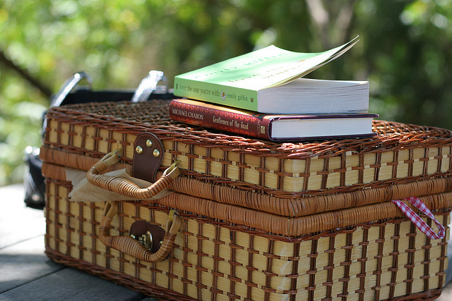 lescharmesdelavie:  Picnic basket by ghirson on Flickr.
