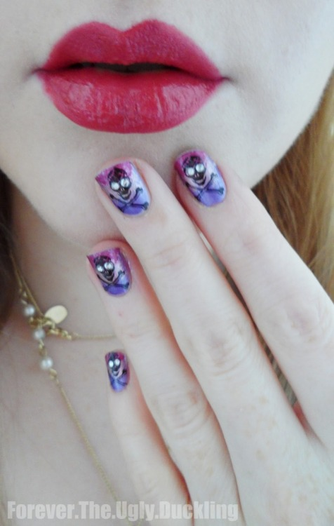 marinalaplacenta:  3 tone skull nails