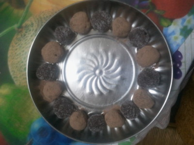 Beautiful! therecipefordisaster:  I made truffles ^.^