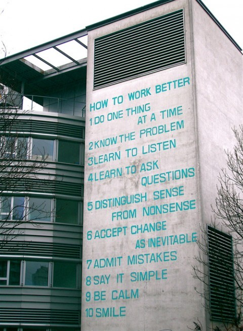 taumazo:  How to Work Better mural is by Swiss artists  Fischli & Weiss and covers an office  building in Zurich-Oerlikon.  You can prominently see it from the train  when you get into Zurich  station.