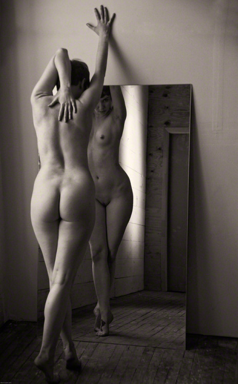 blacksantasnude:  Post #17.  Mirror Mirror. DeSalle