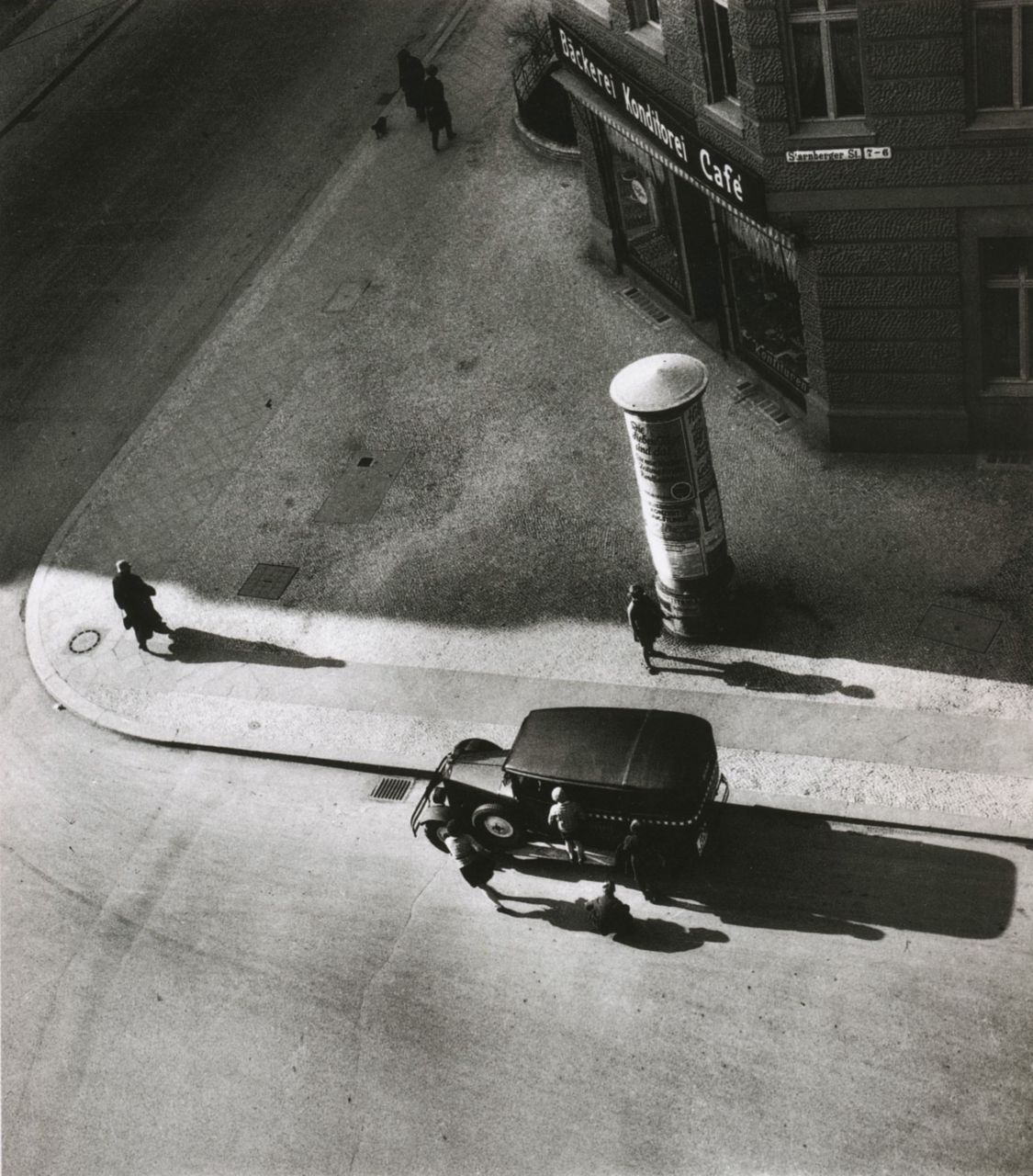 liquidnight:  Eva Besnyö Starnberger Street Gelatin Silver Print, 1931 From The Photography Book by Phaidon