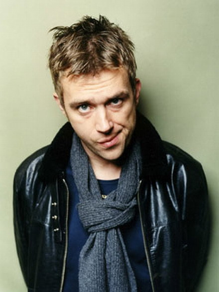 siliodon:  so i wanted a picture of damon albarn looking cheeky on my blog. and so here we are.