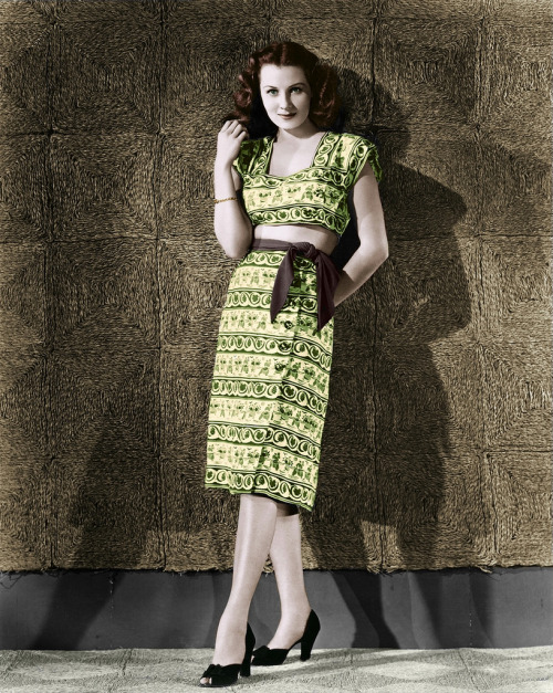 judywald:  Rhonda Fleming in a gorgeous two-piece summer frock.  1940's  (OFENA1 flickr)