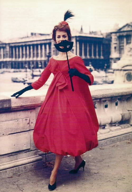 theniftyfifties:  Model wearing an evening dress by Yves St Laurent, 1959.