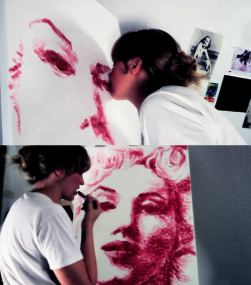 szymon:  Natalie Irish paints with her lips