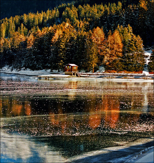 House on the lake by Katarina 2353 on Flickr.