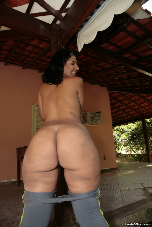 thickbutt:  grownhome:  buttsrus:  Latina   (via imgTumble)