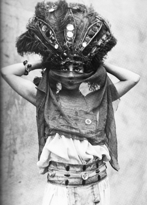 inthefollies:  Zelda Boden, circus performer from the 1910s/1920s.