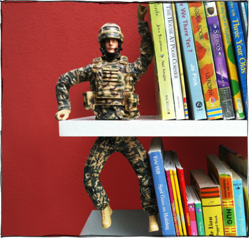 DIY War and Peace Bookend… because you know my fondness of mutilating plastic toys. From Scott Bedford (who has an amazing illustrated DIY blog here) at Cratzine here. Again, really funny hand illustrated instructions.