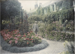 Claude Monet in his garden, 1921.