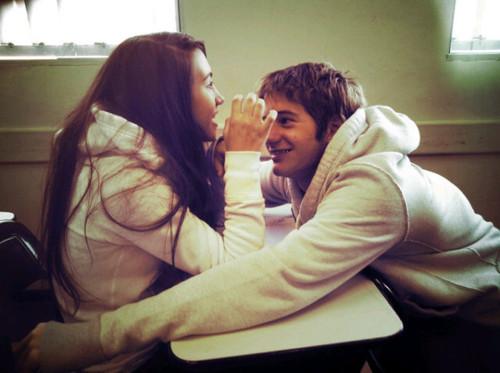 Vocêsó precisa de alguém que te faça sorrir de verdade.