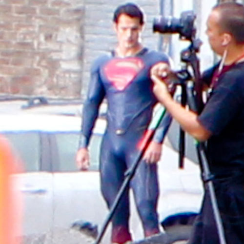 totalfilm:   Close up shots of Henry Cavill's Man Of Steel There's been much talk about the last son of Krypton's outfit in the Superman: Man Of Steel movie, with worries that it might all go a bit What Not To Wear. (Let's face it, the fanboys are more likely to call in Trinny and Susannah than Gok Wan, as new Supes Henry Cavill has already figured out how to look good naked: spend a lot of time in the gym)…