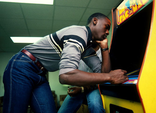 brain-food:  Michael Jordan playing Ms. Pac-Man.